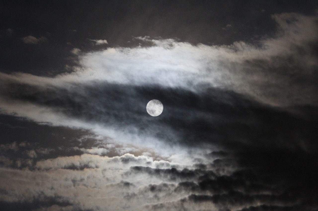 The moon shines bright behind the clouds. Moon Moonlight Full Moon Night Nightphotography Darkness And Light Night Photography Dark The Moon Fly Me To The Moon
