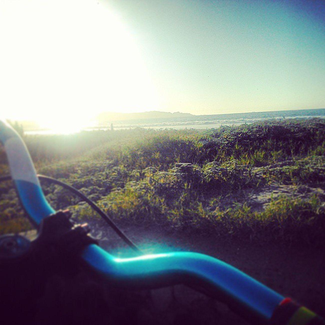 "Entrenando ""manual"" en la playina Bunnyhop Manual Rider Identitibikes octane playa beach dirtjump dirtjumping freerider street mtb laserena bikerschile bikes BMX bars"