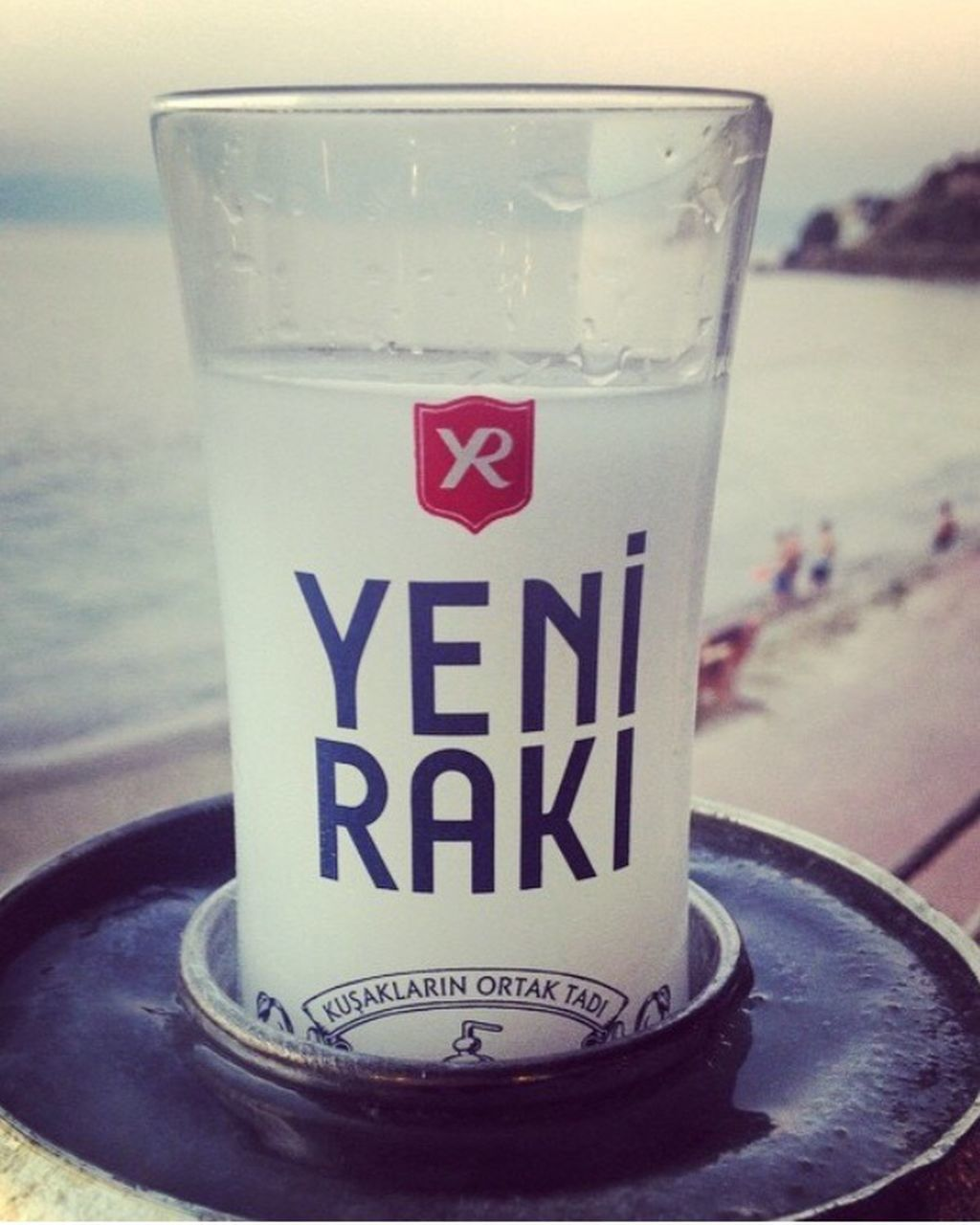 drink, water, refreshment, close-up, focus on foreground, no people, drinking glass, day, sea, outdoors, freshness, sky