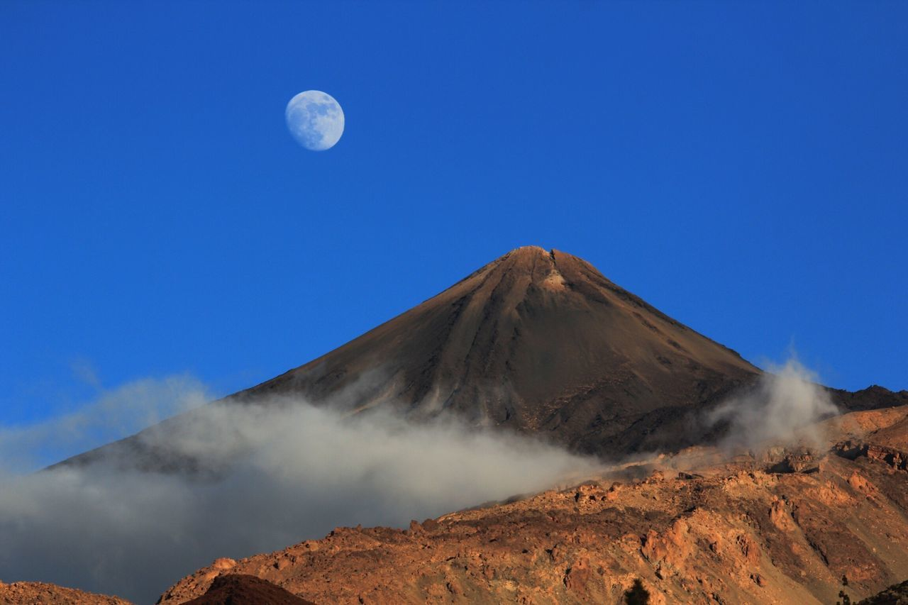 Tenerife España Teide❤ Blue Scenics Nature Clear Sky Tranquility Beauty In Nature No People Tranquil Scene Geology Outdoors Mountain Sky Moon Day Moon_collection Moon Light Teide Volcano Teide National Park Beauty In Nature Cloud - Sky Tenerife Teneriffa Nature
