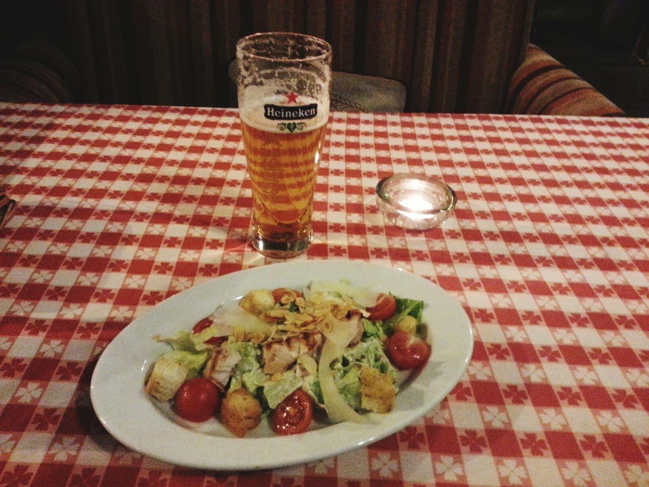 ресторан  пиво ужин салат цезарь