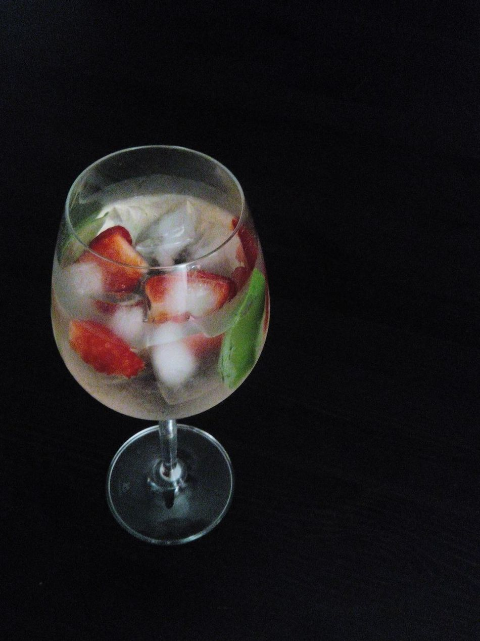 Top Gin Coktails Coktails Lovers Gintonic GIN Coktail Gin Tonic Gin And Tonic Drinking Drink Time Drink Drinks Table Food And Drink Coloreddrinks Colored Drinks Tonic Tonicwater Tonic Water Tonica Drink At The Table Drink On The Table