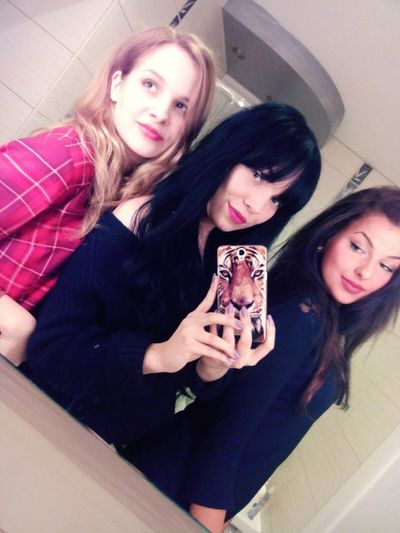 Polishgirls Aniołkicharliego Brunette Blonde Olitangerine Party Selfie