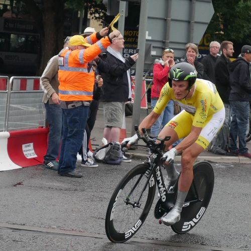 Yellow Jersey - Steve Cummings Time Trialling Tob2016 Tour Of Britain Cycling Bristol Spectator Sport Time Trial Cervelo Yellow Jersey