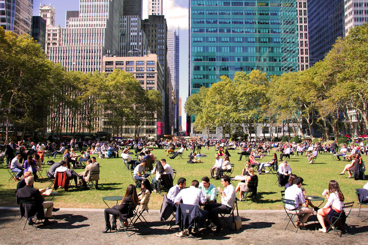 Bryant Park  Cityscapes Manhattan Many People New York City People Photography Photos That Will Restore Your Faith In Humanity Relaxing Streetphotography Take A Break The Week On Eyem ı Love My City