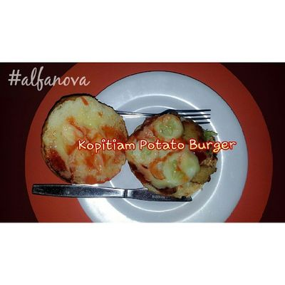 Nom...nom.. cocok buat vegetarian.. daging burgernya replace by potato... Kuliner Kulinerpku Alfanova