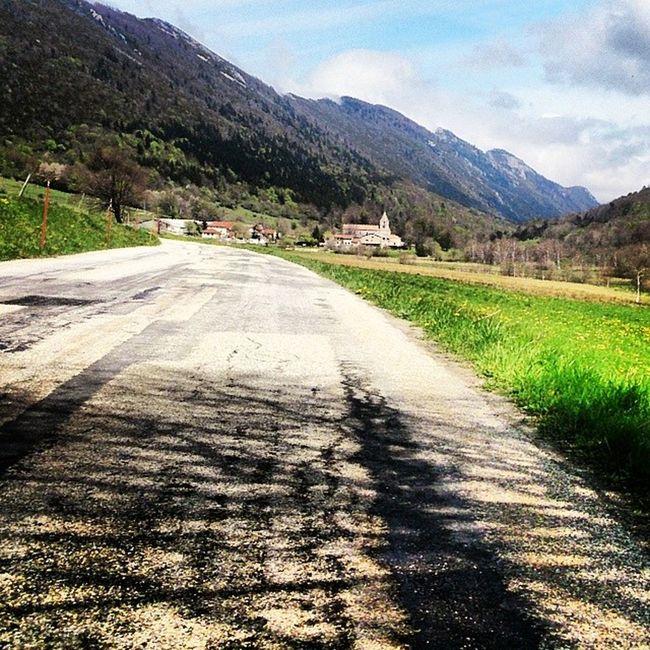 Vercors Le village de Léoncel, carrefour du col de la Bataille et du Col de Tourniol Stravaproveit Stravambassador Hauteroute montagne