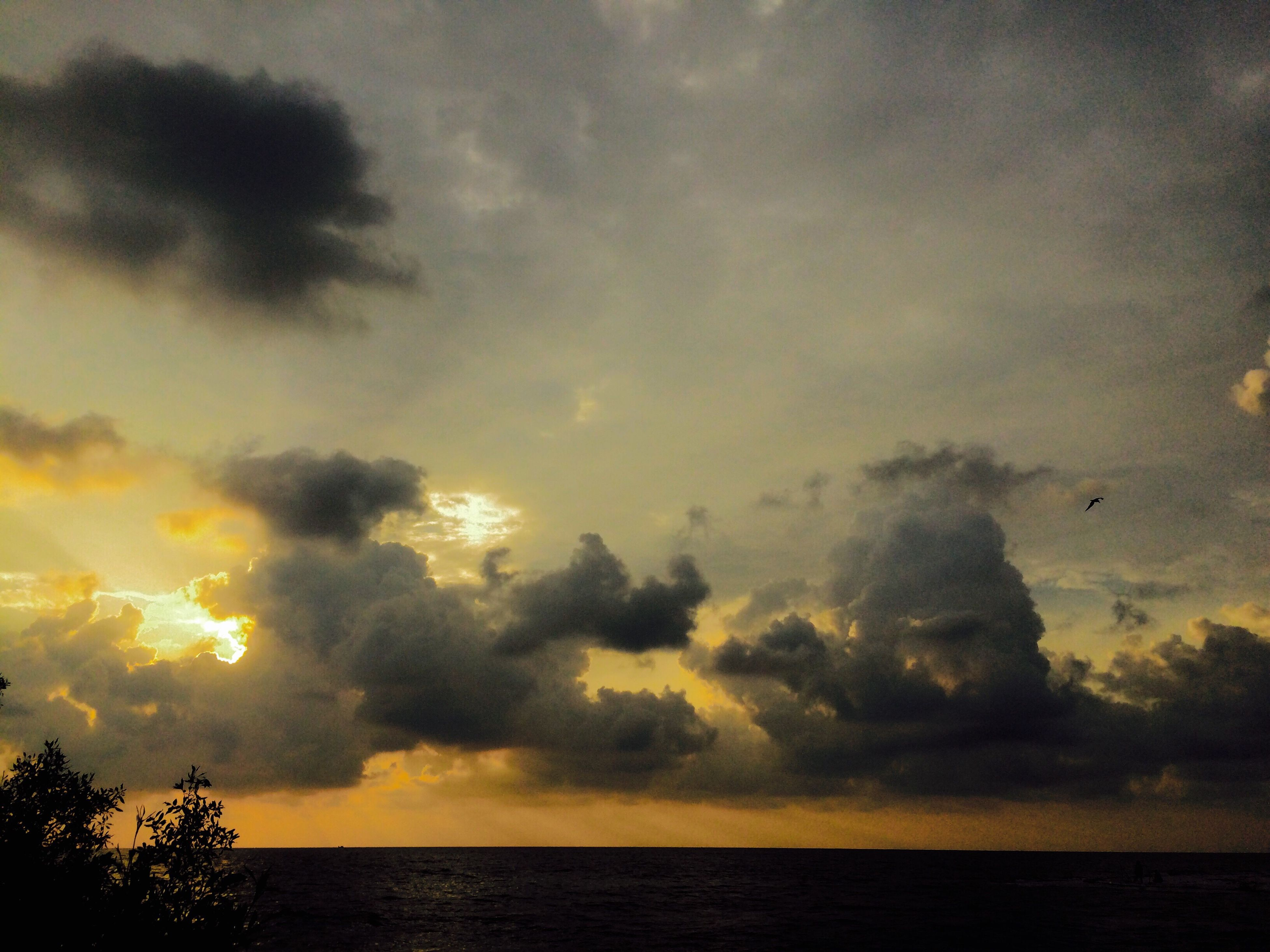 sunset, dramatic sky, scenics, sky, nature, water, sea, beauty in nature, cloud - sky, no people, outdoors, tranquil scene, silhouette, tranquility, beach, day