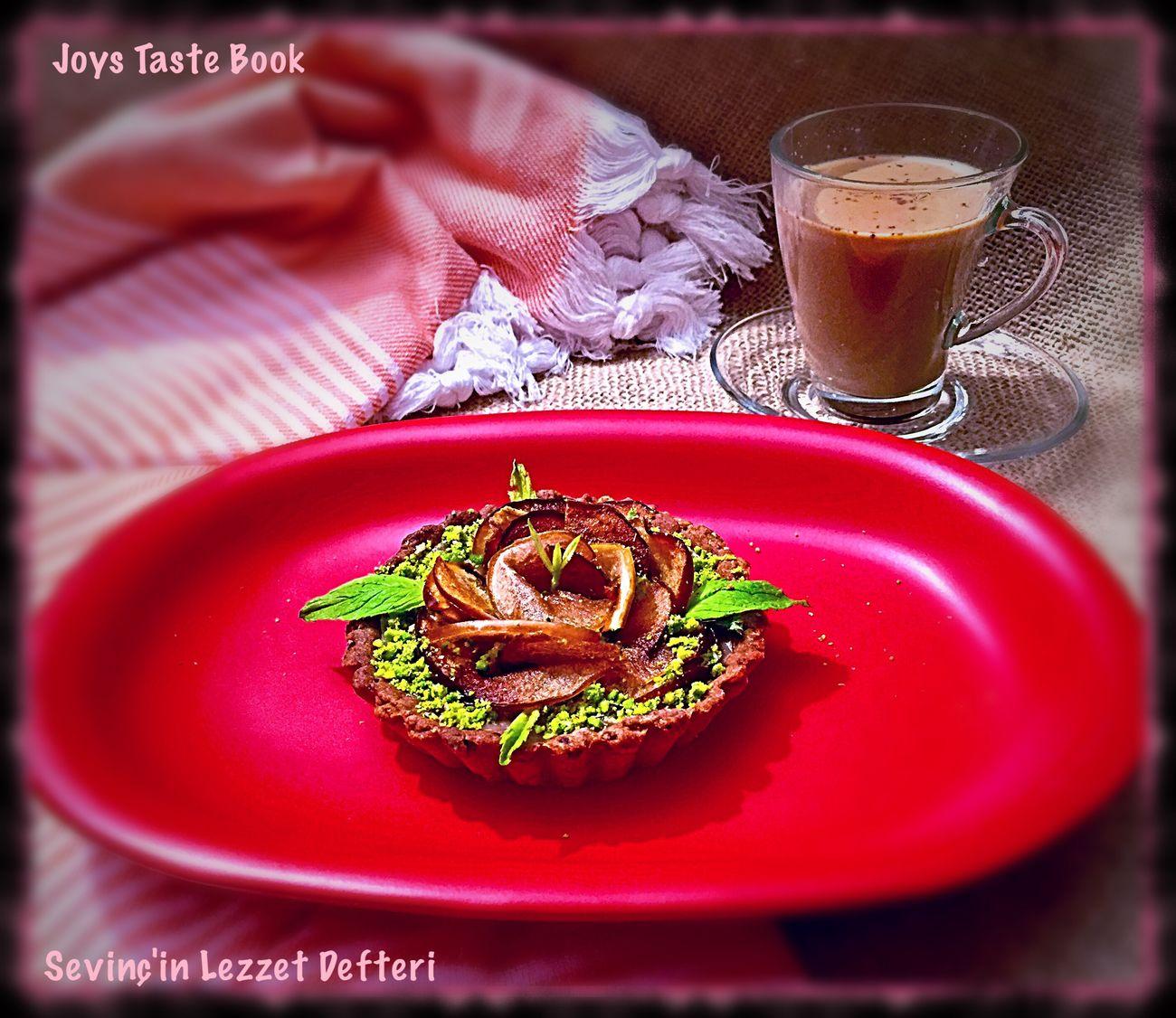 Kahvenin yanına güllü tart 😋👌🏿 Food Food And Drink Sweet Food Drink Lezzet Küpü Istanbul Turkey JoysTasteBook Sevinç'in Lezzet Defteri Foodphotography Coffee Time Tart Healthy Eating Yummy Like SevinçYiğitArabacı Delicious Foodblog Foodblogger Kinoa Amaranth Chia Sweet Pie EyeEm Pie
