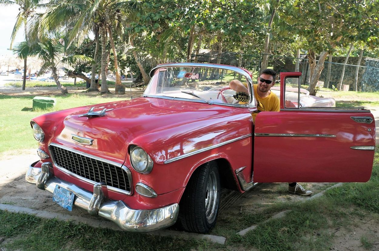 Old-fashioned Red Transportation Day Outdoors Collector's Car Street Street Life Cuba Tourism The Week On Eyem EyeEmNewHere Old-fashioned Car Old Car Retro Styled Havana Chevy Bel Air Get Out Love Cars Beautiful Cars EyeEmNewHere