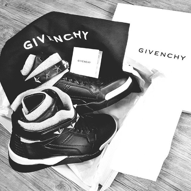 Finally ,you are mine @riccardotisci17 Givenchy Givenchysneakers