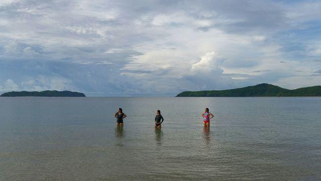 People And Places El Nido Palawan Philippines Beach Girls Eyeem Philippines