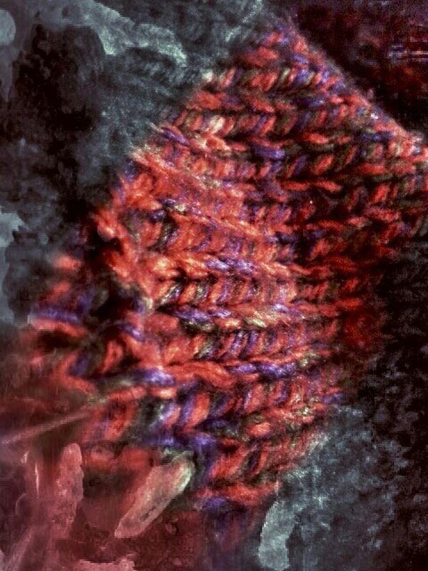 Bazen hayat, üstündeki hırkanın topaklaşmış iplerini sakin sakin toplamak gibi... abstract Abstractions in colors by Sinemis Koç