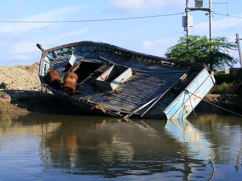 Hopeless boat Wrecked Boat. WreckedShip Boat In The River Boat Old Boat Water Sky Tumbes Tumbes Peru Peru Traveling Puerto Pizarro Manglares Nature Day Outdoors No People Nomorework