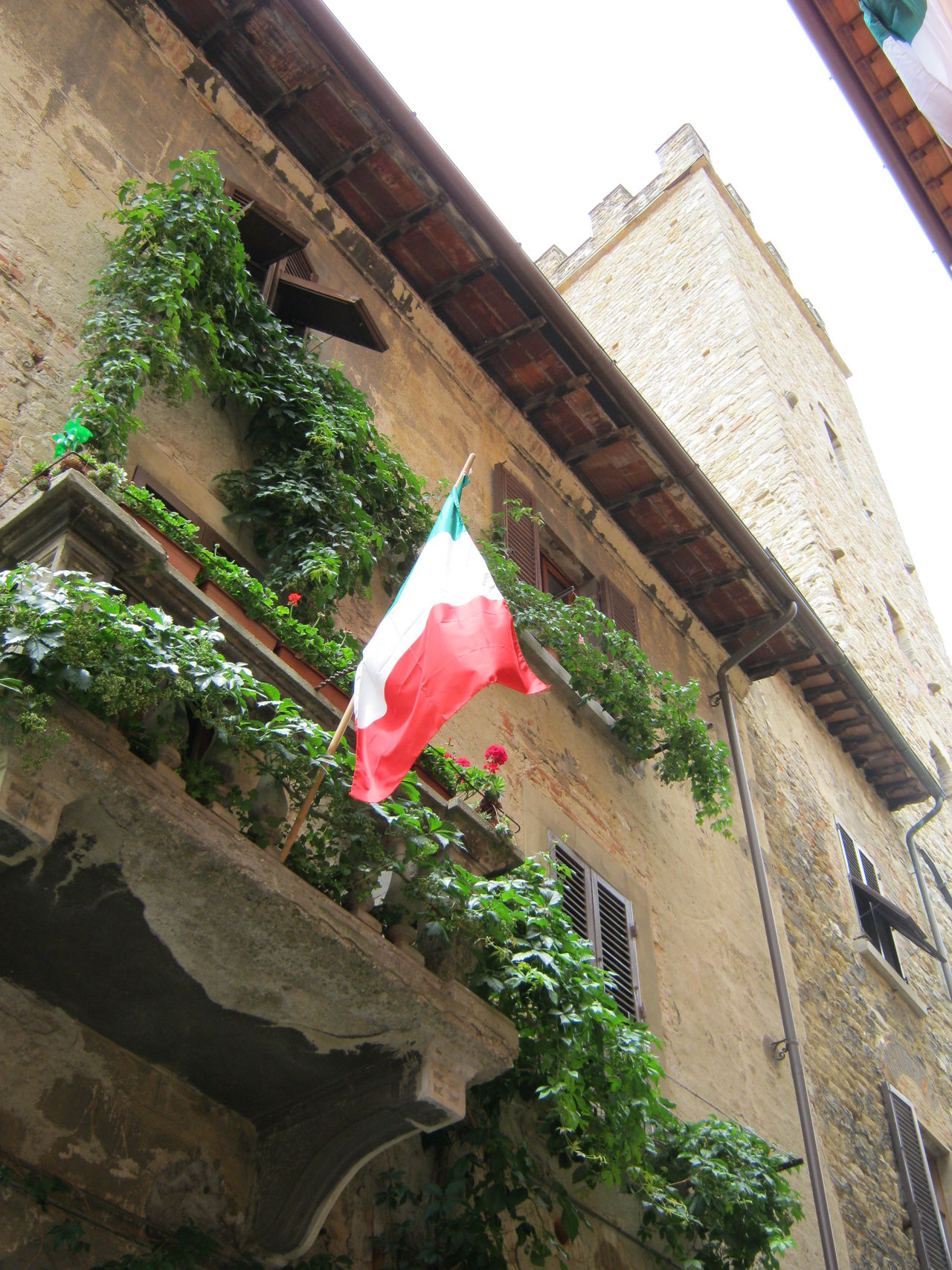 Arezzo, giugno 2011 Architecture Arezzo Balcony Building Exterior Built Structure Flag Low Angle View No People Outdoors