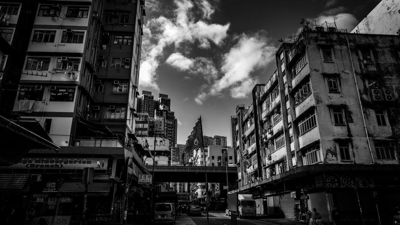Street oneday Discoverhongkong Leicaq Street Photography Black And White Monochrome Photography Monochrome EyeEm Masterclass From My Point Of View Enjoy The New Normal My Year My View Urban Geometry EyeEm Best Shots Captured Moment Still Life Found On The Roll Our Best Pics Taking Photos Hello World Capture The Moment Life In Motion Beautiful Clouds And Sky EyeEm Gallery Skyline Landscapes