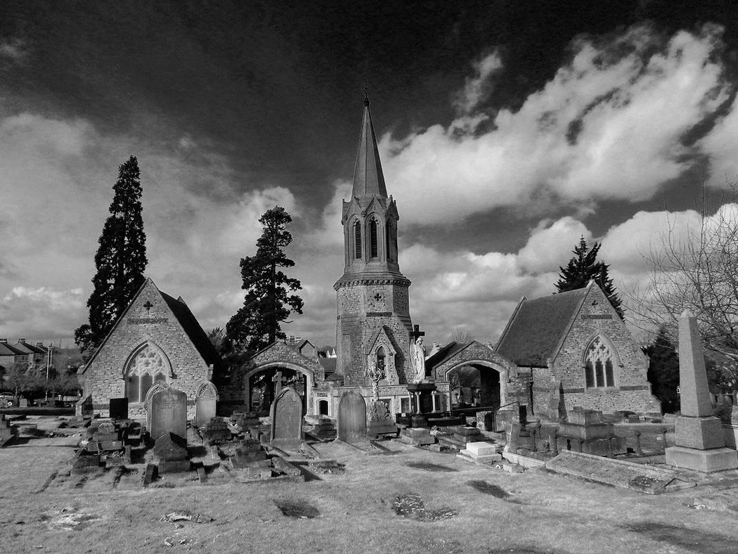 Minimalist Architecture My First Eyem Photo Modern Art Gallery Amazing Beauty Winterscapes Backgrounds Finding New Frontiers Scenics Tranquil Scene Tree Complexity Sky Black & White Photography Church Steeple Churchyard Entrance