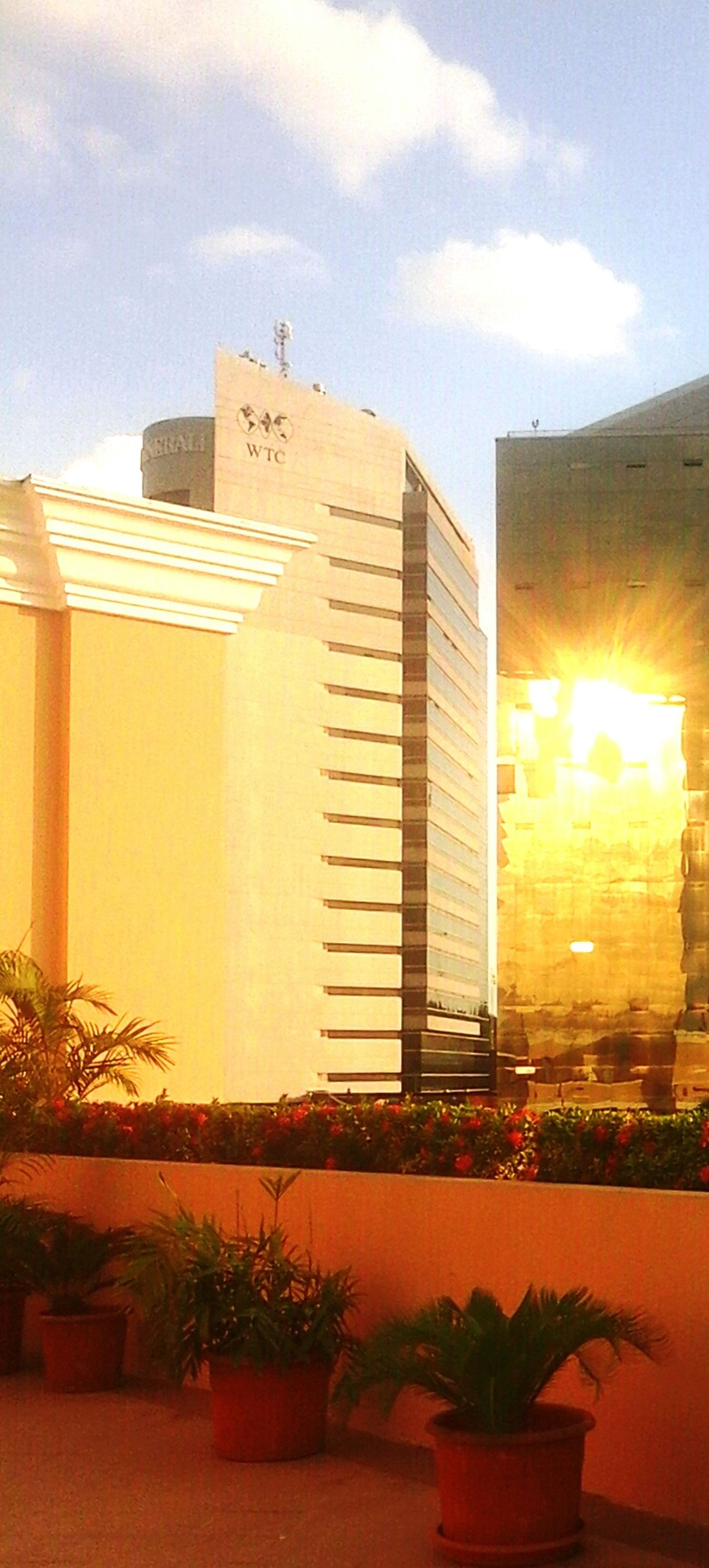 Edificio arquitectura wtc perspectiva día Guayquil soleado