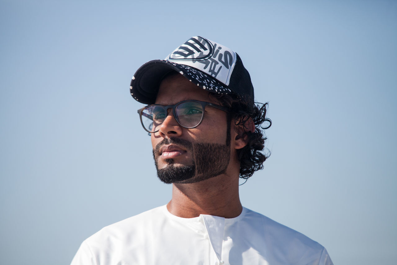 Adult Adults Only Arab Arab Man Beard Blue Blue Background Clear Sky Day Emirati Emirati Arabi Formal Portrait Headshot Headwear Men One Man Only One Person Only Men People Portrait Real People Sky Studio Shot Uae,abudhabi Young Adult