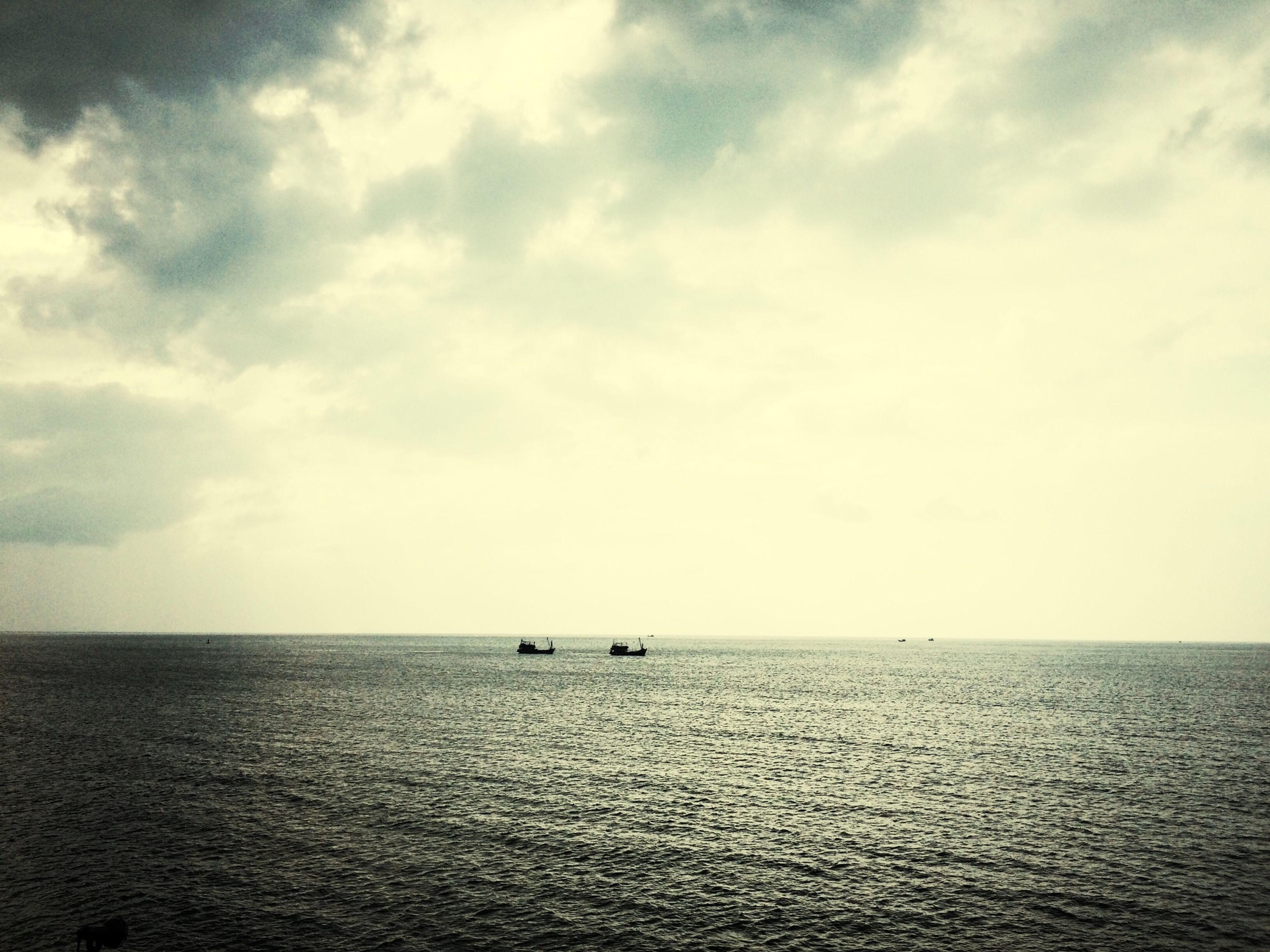 sea, horizon over water, water, waterfront, sky, tranquil scene, tranquility, scenics, beauty in nature, nautical vessel, seascape, rippled, nature, transportation, boat, cloud - sky, idyllic, cloud, mode of transport, outdoors