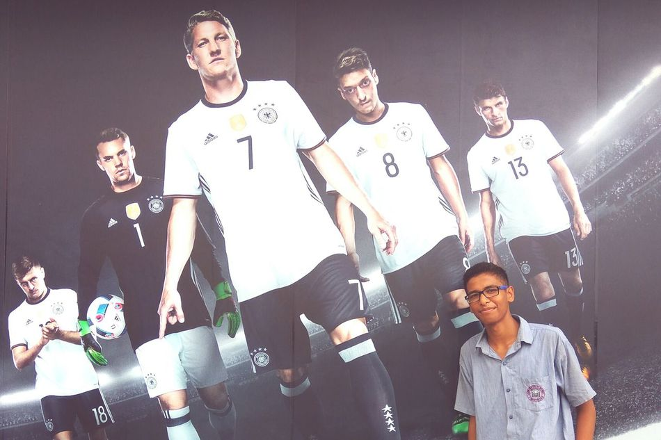 Diemannschaft Streetphotography Football Fever Müller Özil Schweinsteiger Neuer Casual Clothing Schooldress Togetherness FirstNeverFollows Full Length Casual Clothing Smiling Childhood Person Young Adult Leisure Activity Lifestyles Young Men Bonding Standing Togetherness Confidence  Person First Eyeem Photo