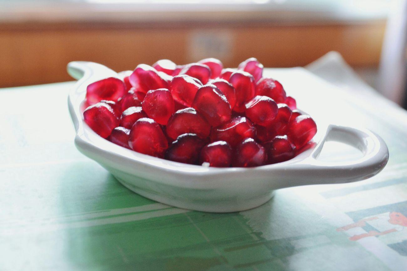 Yummy Fruits Relaxing 不喜欢吃石榴,但是觉得一粒一粒的像宝石一样,长得蛮好看!
