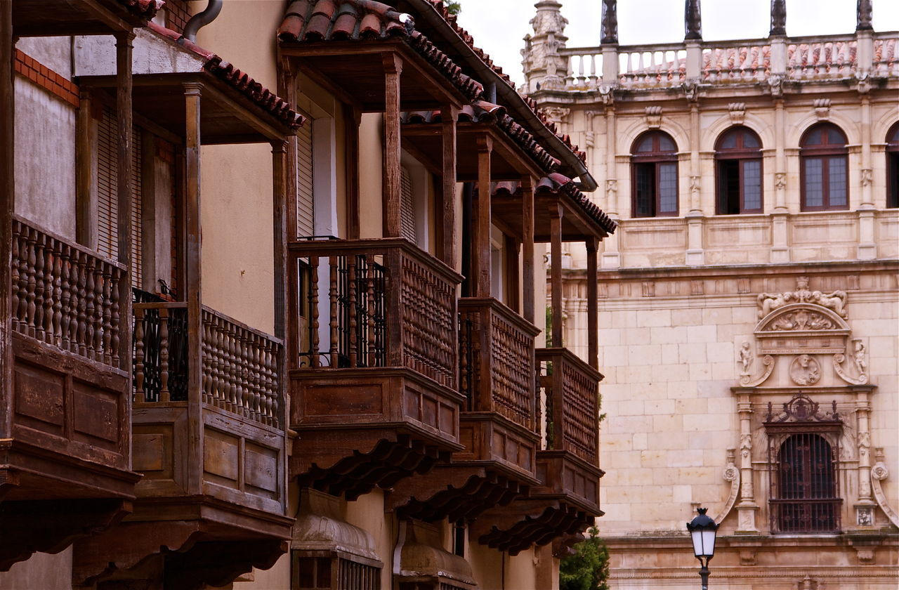 Alcalá De Henares. (Madrid) Arch Architectural Column Architecture Balcony Building Building Exterior Built Structure City Façade Historic Houses Kvission Low Angle View Monument Mónica Nogueira. Ornaments Outdoors SPAIN Stone Wall Traditional Travel Destinations Vintage Wood - Material