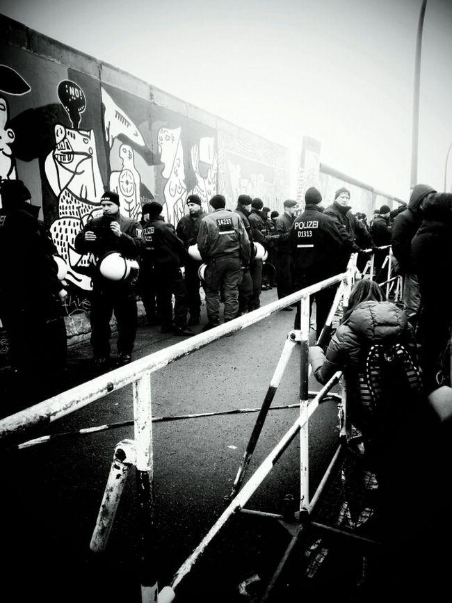 Bye Bye The Press - Work Die Mauer Retten