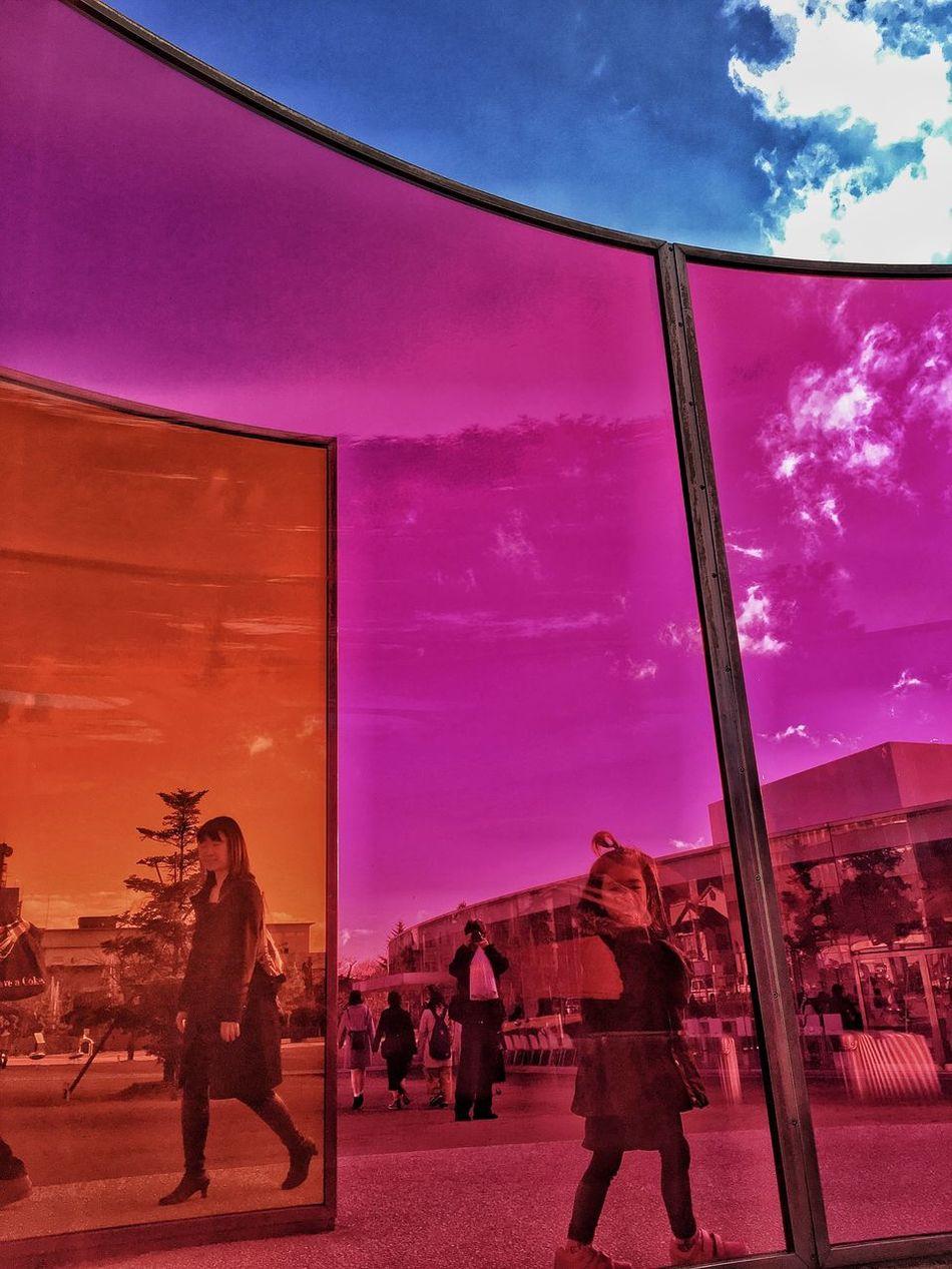 21stcenturymuseum Colors Take Photos Eyeemphotography Iphone6s IPhoneography EyeEmJapan Outdoors Little Girl Mylove Kanazawa Outdoor Photography Art Sky Ishikawa-ken Mylife Pink Orange Blue