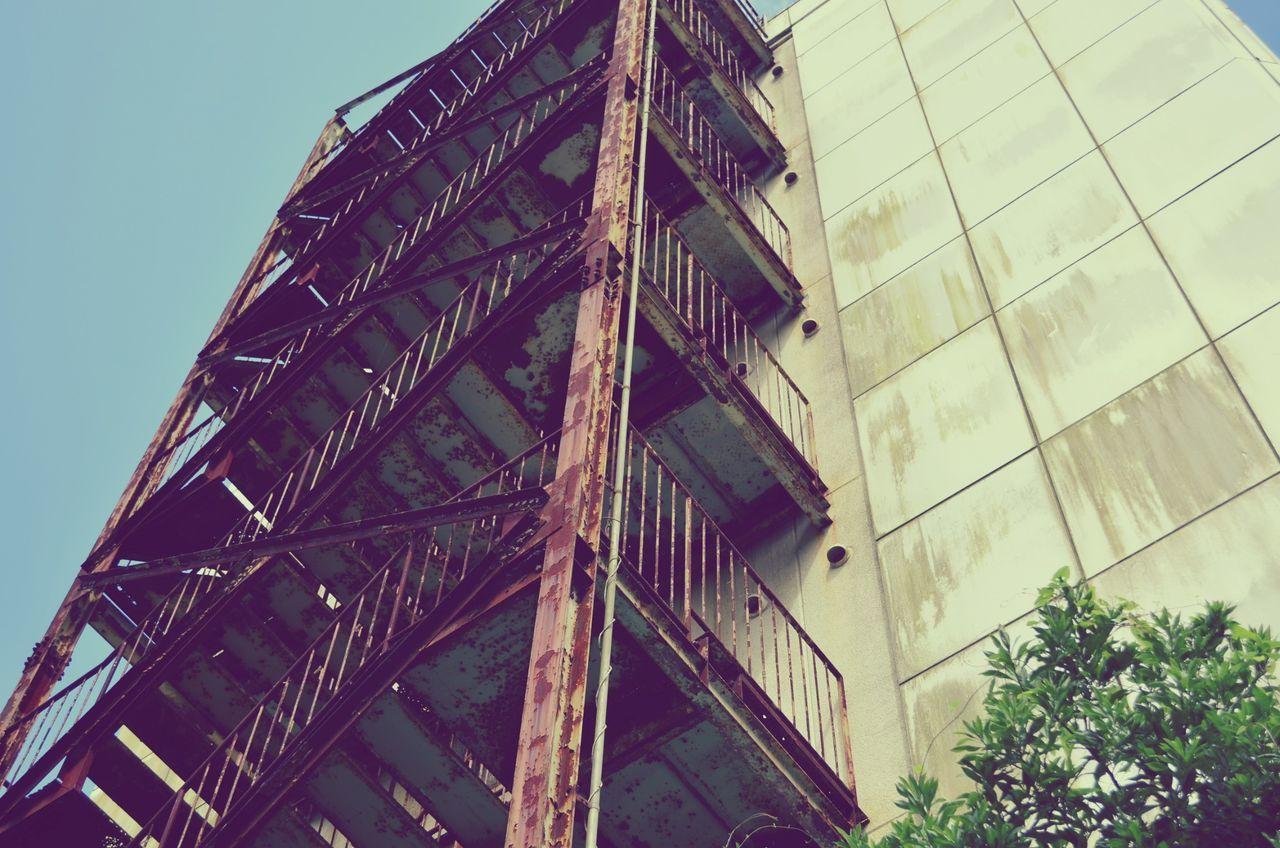 階段 錆び 廃墟 萌え