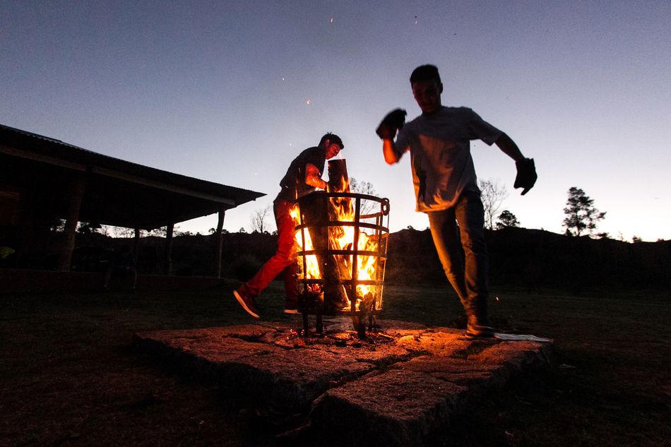 Amigos Amigos :) Camp Camping Dancing Fire Firecamp Fireplace Fogo Fogon Friends Fuego Noche