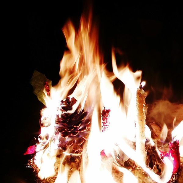 By Candlelight Fire Yulelog Pinecone Ablaze Candles