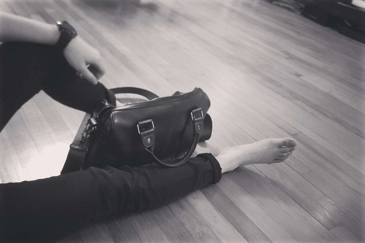 Alone Alone Time Mindfulness Mindful Waiting Thinking Resting Legs Bag Afterwork