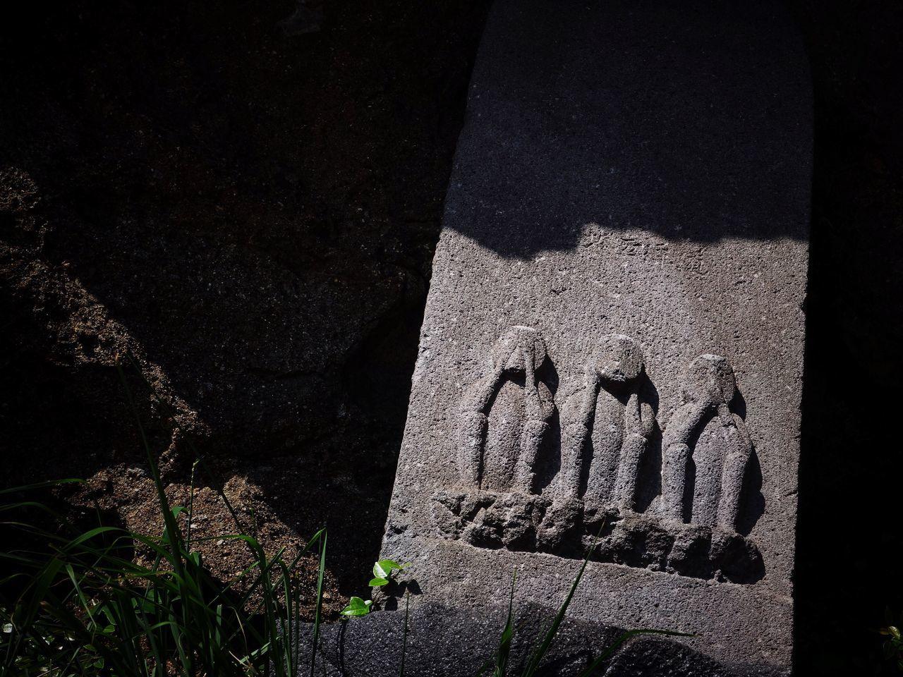 Three Wise Monkeys Shrine Stone Statue Sunlight Light And Shadow Shadow Japan