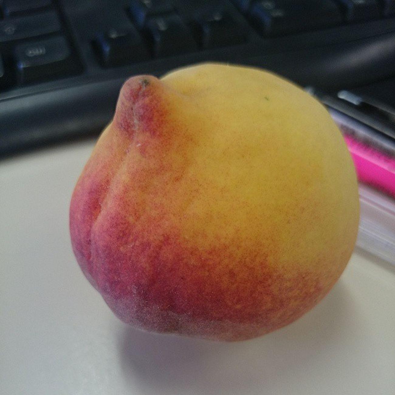 Lanchinho da tarde ? Pêssego Fruta Delicia Dieta VidaSaudável Adoro