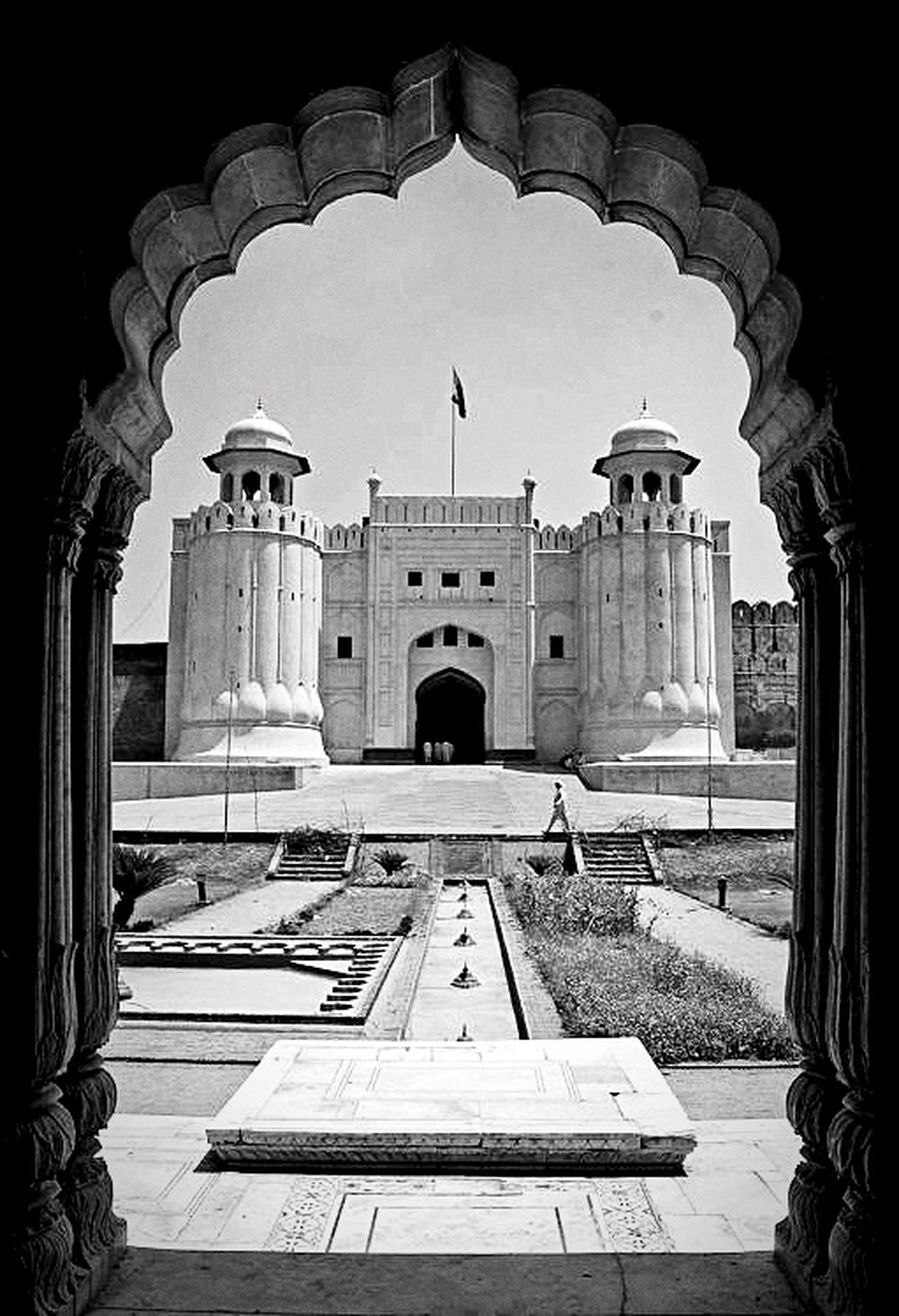 EyeEm Best Shots - Black + White Black And White Photography Black & White Monochrome Architecture_bw Travel Photography Lahore Fort in Pakistan