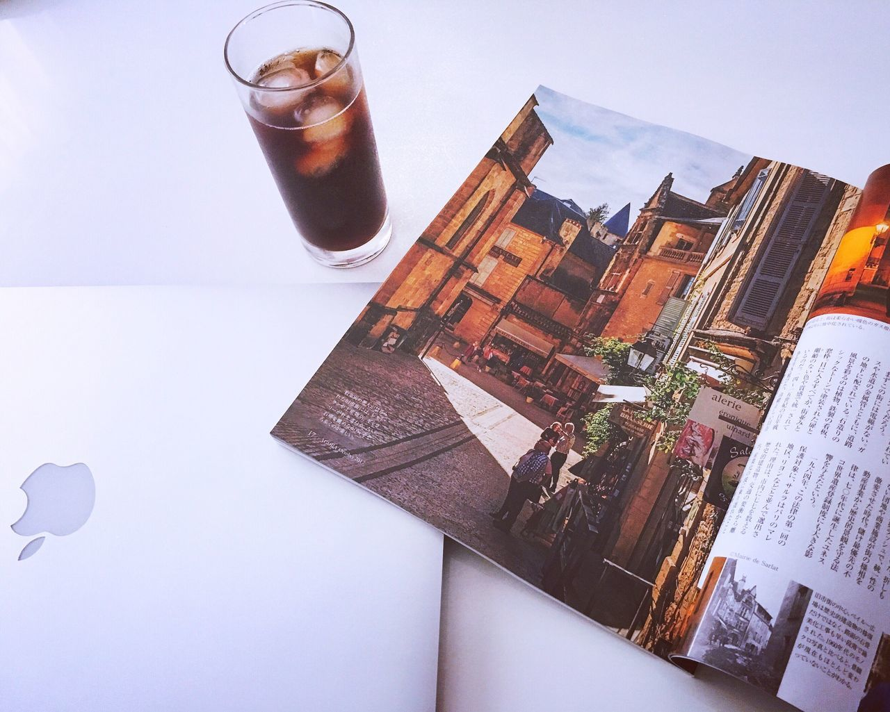 drink, table, high angle view, drinking glass, no people, refreshment, indoors, alcohol, close-up, day, freshness