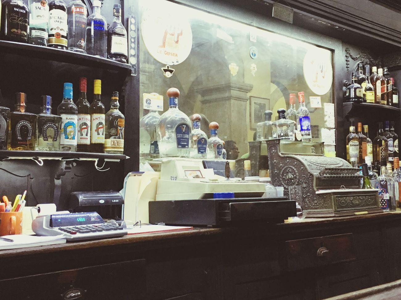 Tecnología avanzando... Working Night Disfrutando De La Vida FreeTime Bar - Drink Establishment Tecnologia