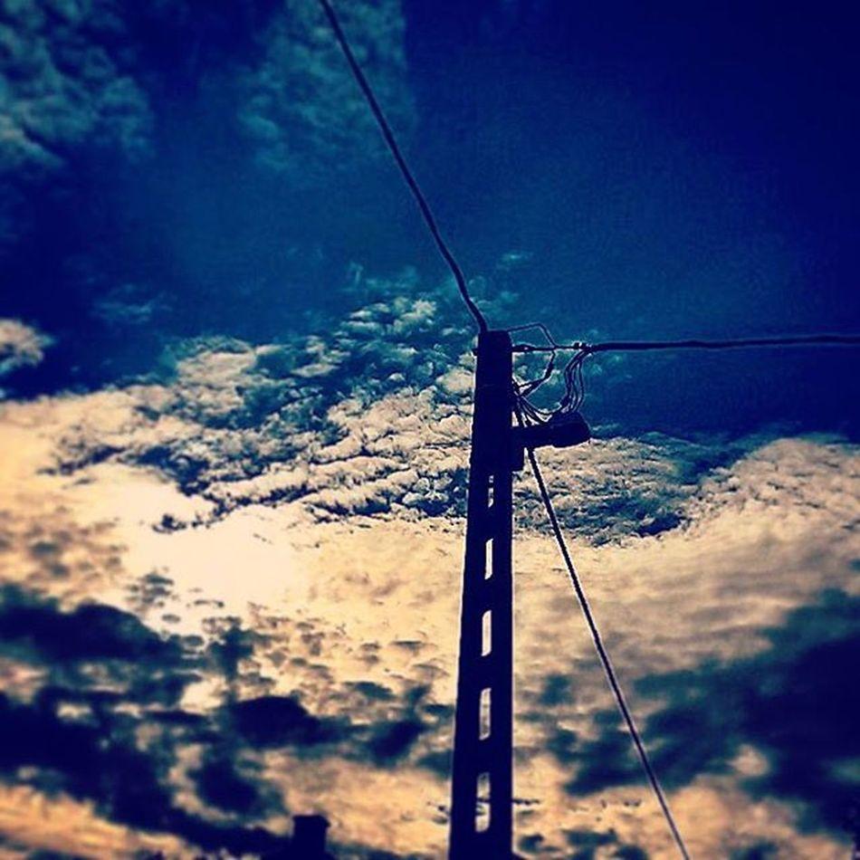 Simogatást, kedvességet, Sebed, ami sebemhez tévedt Budapest Lovemycity LovingLife Missyousomuch Skyporn Cloudporn Electricity  Lights Shadows Silhouette Allalone Whereareyou Wishyouwerehere ♥