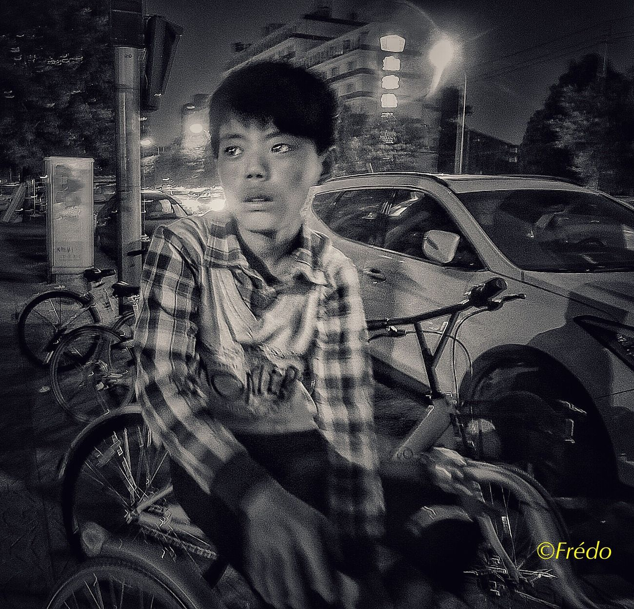 Le jeune garçon dans la nuit de Pékin. Transportation Real People Mode Of Transport One Person Street Young Adult Night Monochrome _ Collection Monochrome Photography Eyem Gallery Photooftheday Photo Of The Day Beijing, China Eyem In Beijing BEIJING北京CHINA中国BEAUTY The Street Photographer - 2017 EyeEm Awards Street Photos😄📷🏫⛪🚒🚐🚲⚠ Eyeemphotography Summer2017🌞 Streetphotography EyeEm Best Shots Photography Portrait Street Photo Portrait Photography