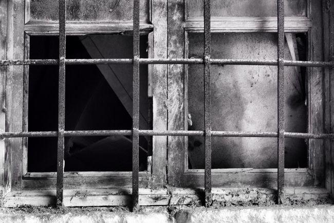 Eye4photography  Streetphoto_bw Streetphotography Monochrome Blackandwhite windows