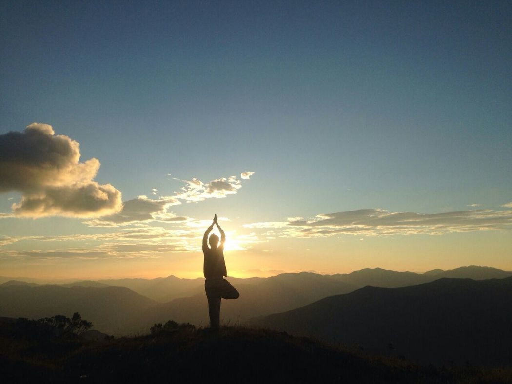 Yoga Yoga Pose Yogui Asana Atardecer Sunshine Traveler Treepose Women Who Inspire You