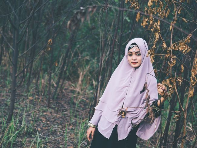 Standing Looking At Camera Portrait Focus On Foreground Outdoors Nature Girl Mood People And Places People Alone Day Rural Scene Young Women Person Portrait Of A Woman Non-urban Scene Young Adult Fashion Hijab