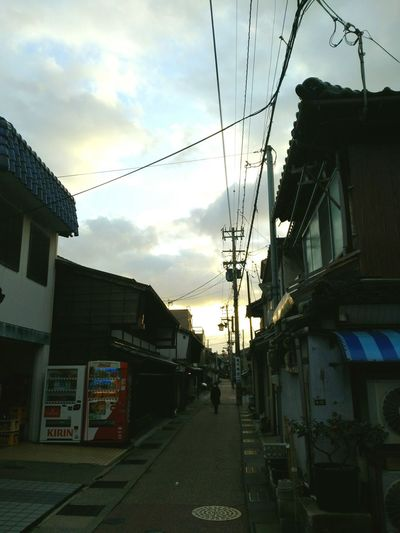 Scenery Kanazawa City,Japan Landscape Higashichayagai Evening Sky Walk Around Sunlight Sky And Clouds Japan Photography EyeEmNewHere Architecture Sky Built Structure Cloud - Sky Building Exterior The Way Forward Cable Outdoors Telephone Line Day