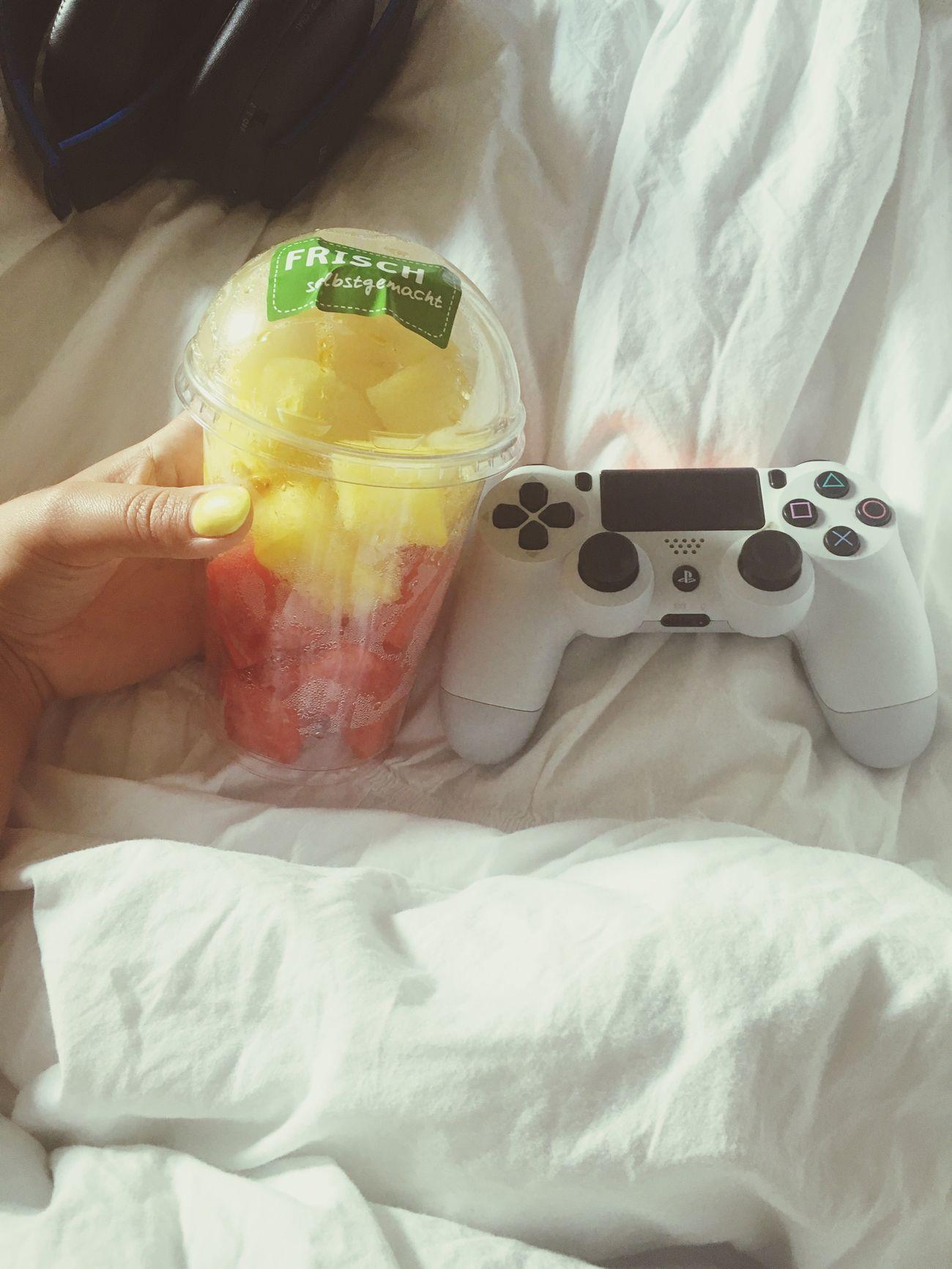 Athome  Blackops3 Videogames CallOfDuty PS4 EatHealthy Gamergirl Having Fun Ps4 Controller Eat healthy n play ps4 🙈😍🙌🏻🍉