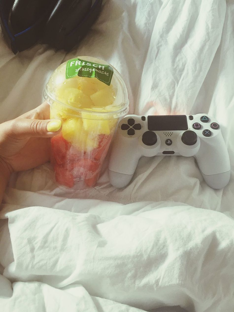 Athome  Blackops3 Videogames CallOfDuty PS4 EatHealthy Gamergirl Having Fun Ps4 Controller Eat healthy n play ps4 🙈😍🙌🏻🍉