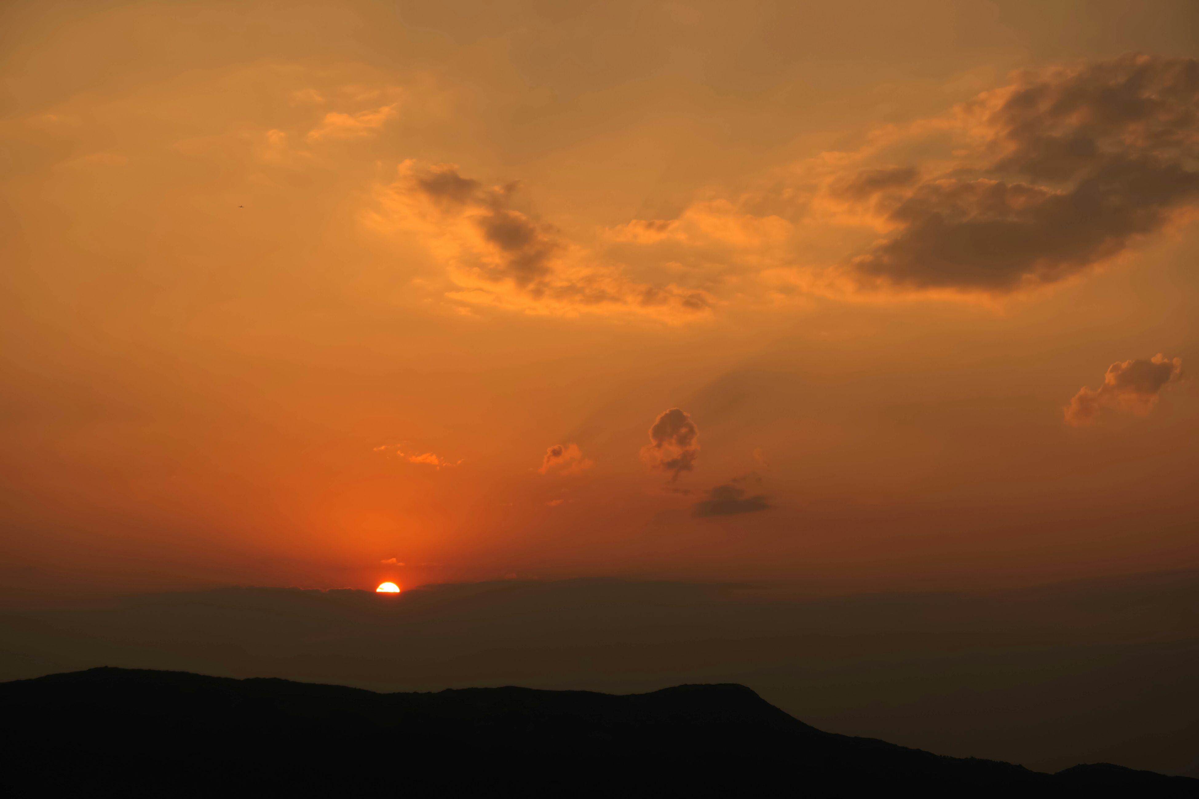 sunset, scenics, tranquil scene, sun, silhouette, beauty in nature, orange color, tranquility, sky, mountain, idyllic, nature, cloud - sky, majestic, landscape, mountain range, sunlight, cloud, non-urban scene, outdoors