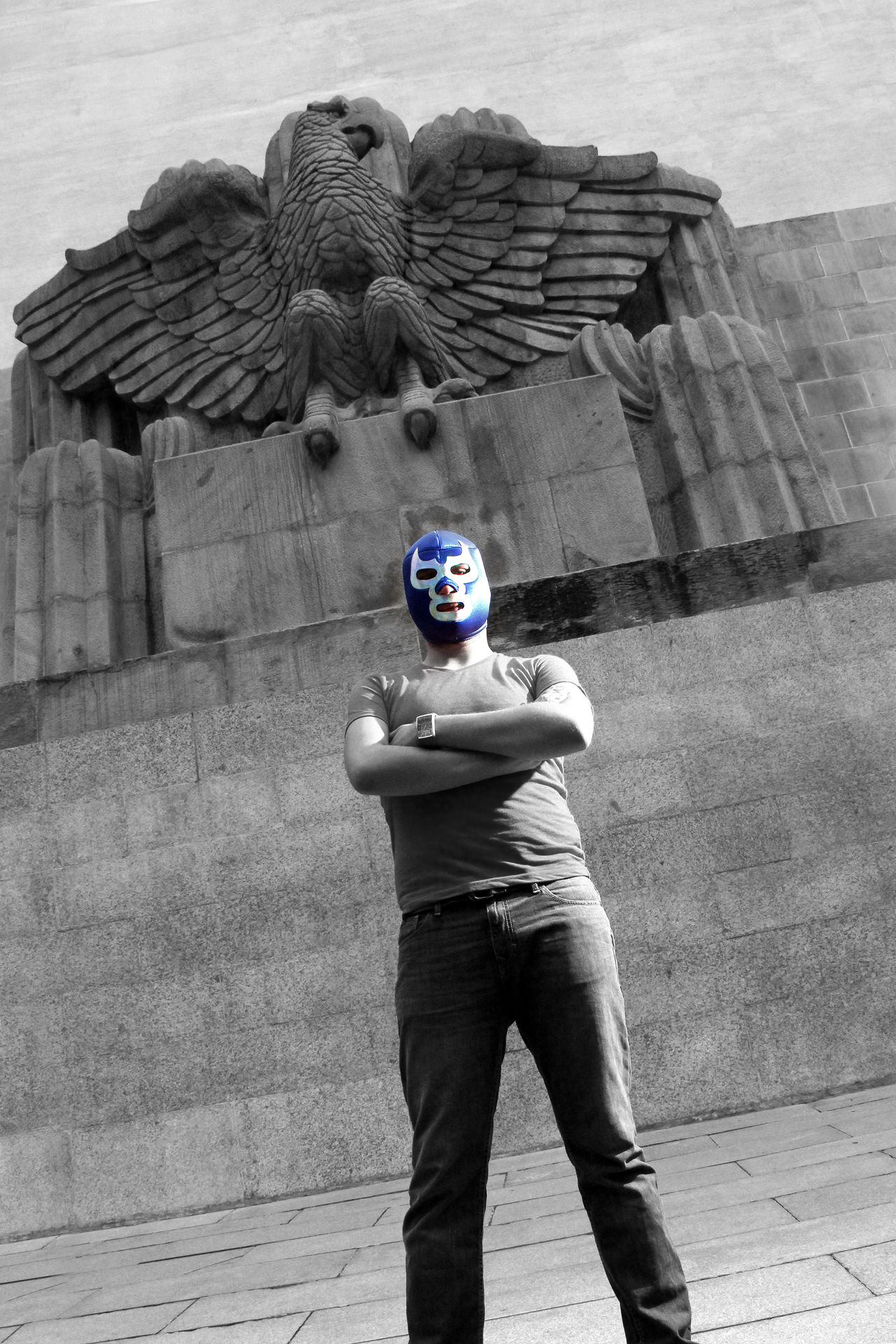 Homenaje al ídolo de la lucha libre Blue Demon Blue Demon Blue Demon Tribute Casual Clothing Eagle Latin Leisure Activity Lifestyles Lucha Libre Man Mask Masked Mexico Portrait Sculpture Wrestling The Innovator
