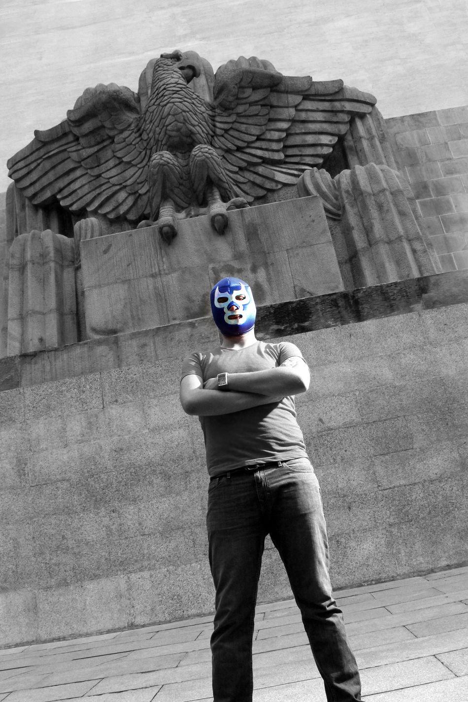 Homenaje al ídolo de la lucha libre Blue Demon Blue Demon Blue Demon Tribute Casual Clothing Eagle Latin Leisure Activity Lifestyles Lucha Libre Man Mask Masked Mexico Portrait Sculpture Wrestling The Innovator