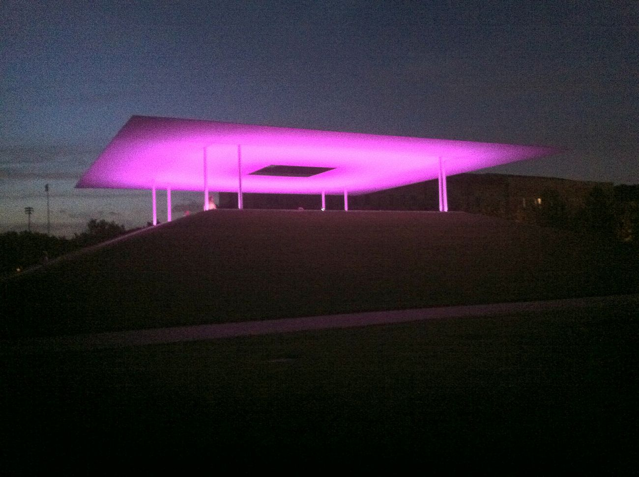 Skspace Pink Color Illuminated Outdoors Architecture Rice University Night Architectureporn Tranquil Scene James Turrell Skyspace